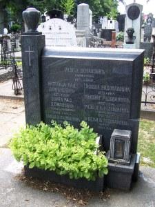 Гроб Радоја Домановића на Новом гробљу у Београду. Фотографија: Уредништво.