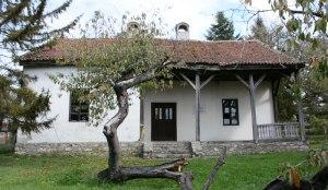 Родна кућа Радоја Домановића у Овсишту, данас огранак Библиотеке града Крагујевца. Фотографија: Танјуг.